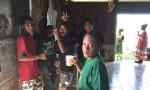 Halo KAKUE Abel, et les autres garçons, prêts pour la présentation du chant à la Xepenehe