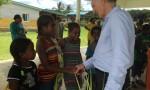 Mr le vice recteur veint remercier les anfants après l'accueil.